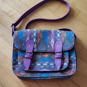 Handbags - 👑 (NWOT) Sexy tribal crossbody!